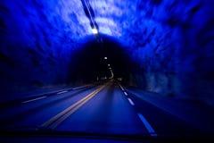 Długiej drogi tunel w światowym Laerdalstunnelen przeglądać od wnętrza samochód obrazy royalty free