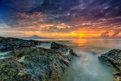 Długiej ujawnienie obrazka Pięknej scenerii chmurny zmierzch Z Sto Obraz Royalty Free