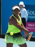Dźwiganie nastolatka Destanee Aiava Australijski Tenisowy narządzanie dla australianu open Obrazy Stock