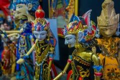 DŻAKARTA INDONEZJA, MAJ, - 06, 2017: Tradycyjni indonezyjscy handmade rzeźb, kolorowych i dramatycznych projekty, popularni Zdjęcia Stock