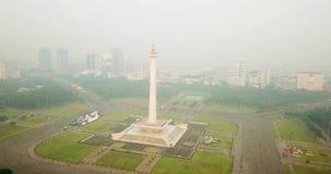 Dżakarta Krajowego zabytku widok z mgłą zdjęcie wideo