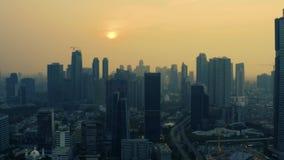 Dżakarta linia horyzontu z budynkami biurowymi na zmierzchu zbiory wideo