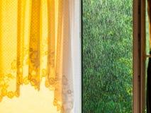 Dżdżysty outside okno Ulewa deszcz obrazy royalty free