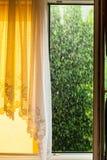Dżdżysty outside okno Ulewa deszcz obrazy stock