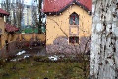 Dżdżysty pogodowy na zewnątrz okno obrazy royalty free