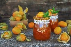 Dżem pęcherzyca i pomarańcze na starym drewnianym stole Obraz Royalty Free