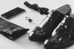 Dżentelmenów akcesoria Man& x27; s styl motyl, buty, szarfa, cufflinks Ustalony fornal Telefon komórkowy gadżet Zdjęcie Stock