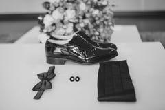 Dżentelmenów akcesoria Man& x27; s styl motyl, buty, szarfa, cufflinks Ustalony fornal Telefon komórkowy gadżet bukiet Zdjęcia Stock