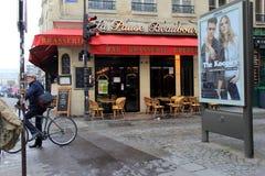 Dżentelmen na rowerowej jazdie na ulicach Paryż, Francja, 2016 Obrazy Royalty Free