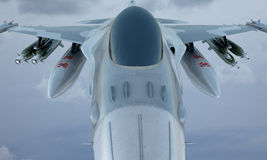 Dżetowa F-16 komarnica w niebie, amerykański militarny samolot szturmowy USA wojsko zdjęcie stock