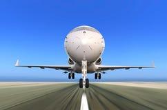 Dżetowy samolot Bierze daleko z ruch plamą Zdjęcia Royalty Free