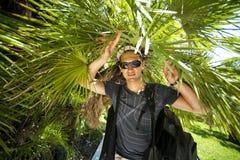dżungli męskich turystów tropikalni potomstwa Obrazy Royalty Free
