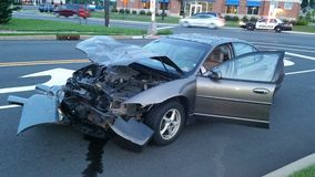 3d事故查出的汽车例证回报了白色 库存图片