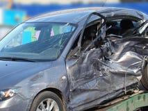 3d事故查出的汽车例证回报了白色 免版税库存照片