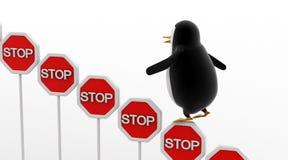 3d企鹅上升的停车牌上概念 免版税库存照片