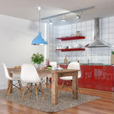 3d使-现代厨房内部与饭厅 库存图片