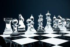 3D例证下棋比赛在船上 概念企业想法和战略想法 在黑暗的玻璃棋形象 免版税库存照片
