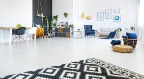 3d公寓高图象居住现代回报解决方法空间 图库摄影