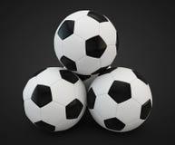 3d回报四个足球面对的金字塔 免版税库存图片