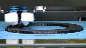 3d在工作和印刷品的打印机溶解的塑料特写镜头的形式 影视素材