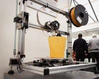 3d在机器人和制造商展示的打印机 免版税库存图片