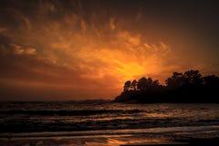 3d在被回报的场面日落的海洋桔子 库存图片