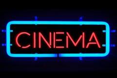3D在黑背景的翻译闪烁的眨眼睛红色蓝色霓虹灯广告,戏院影片娱乐标志 图库摄影