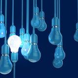3d在l电灯泡里面的金属人脑 免版税库存图片