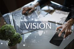 3d女实业家指向远见字的概念现有量 事务、互联网和技术概念 免版税库存照片