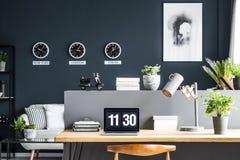 3d家庭内部现代办公室回报 免版税库存照片