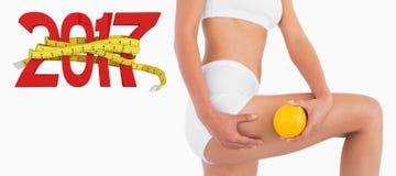 3D对负橙色和紧压她的大腿的苗条女性身体的综合图象 免版税库存图片