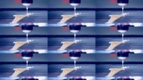 3D打印机与液体面团另外形状特写镜头的打印薄煎饼 股票录像