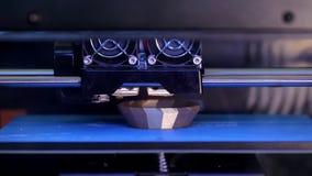 3d打印机打印一个小雕象 股票视频
