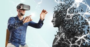 3D染黑坐在与火光的VR的男性AI和人在手指反对与白色netwo的蓝色背景 免版税库存图片
