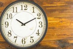 3d查出的时钟例证回报了白色 免版税库存图片