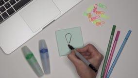 3d概念想法图象回报了 妇女在笔记薄的图画灯 膝上型计算机表 影视素材