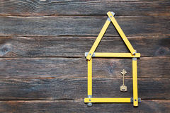 3d概念被回报的房子照片 以有一关键ove的,房子的形式轮赌 库存图片