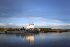 3d横向帆船日落 库存图片