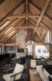 3D瑞士山中的牧人小屋客厅翻译  库存照片