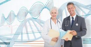 3D男性和女性医生画象的综合图象有医疗报告的 免版税库存图片