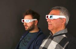 戴3d眼镜的两个人 库存照片