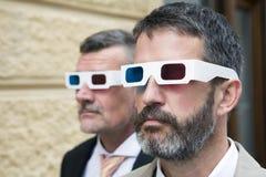 戴3d眼镜的两个商人 免版税库存图片