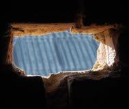 3d砖漏洞例证回报墙壁 图库摄影