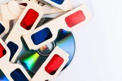 3D纸玻璃和DVD圆盘 库存图片