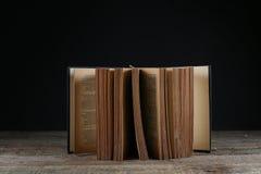 3d美丽的书尺寸例证三非常葡萄酒 库存照片