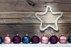 3d背景中看不中用的物品圣诞节组成了摄影实际回报 库存照片