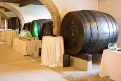 3d背景滚磨模型白葡萄酒 免版税库存图片