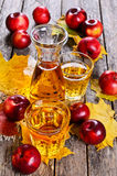 3d苹果苹果概念性下跌的食物玻璃图象汁液自然透明 免版税库存图片