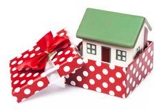 3d配件箱礼品查出的房子图象 免版税库存照片