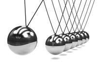3d镀铬物在行动的牛顿摇篮 免版税库存图片